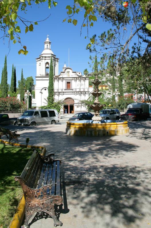 IGLESIA SAN PABLO APOSTOL Y PLAZA PRINCIPAL