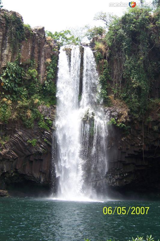 Cascada de Huazuntlán