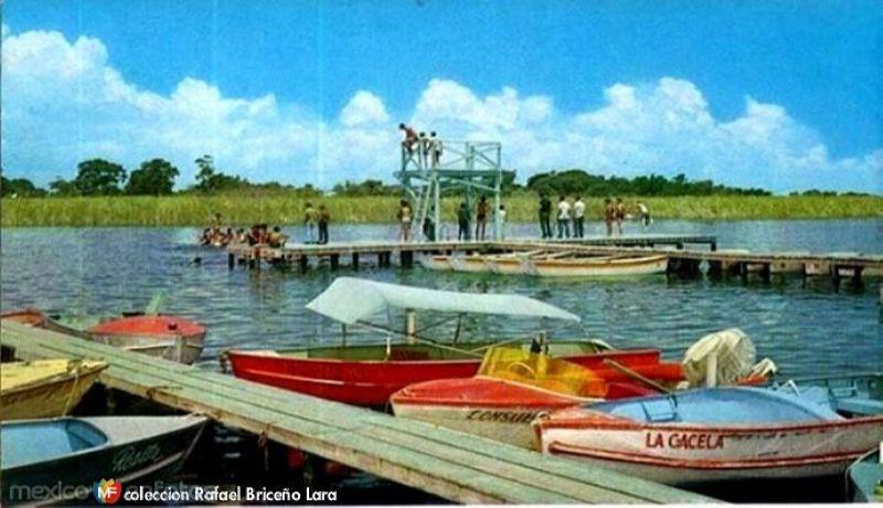 Bañistas en el Paseo Laguna del Chairel