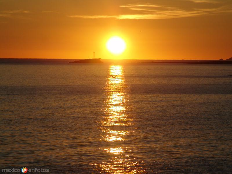 Amanecer en el Mar de Cortés