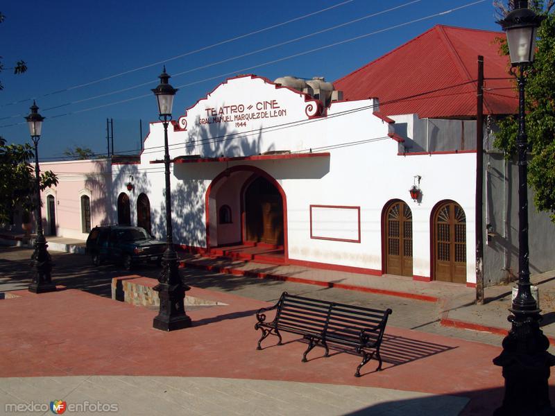 Teatro y cine Manuel Márquez de León
