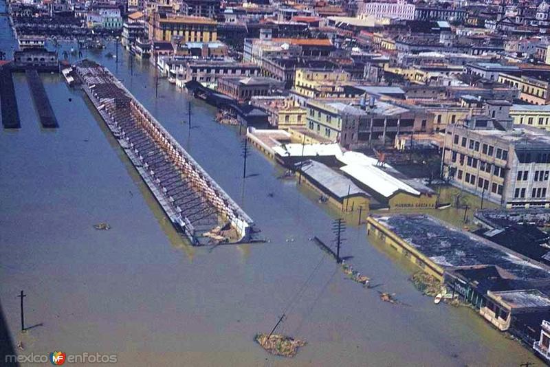 Panoramica de Tampico durante la inundacion en 1955