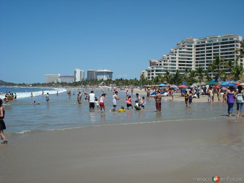 Playa principal en zona hotelera 1 de ixtapa