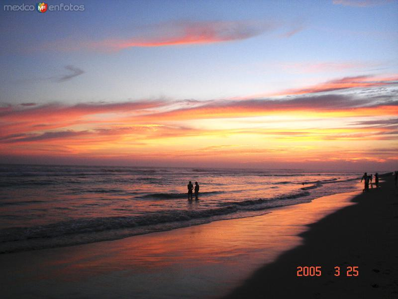 ocaso pictorico en playa azul