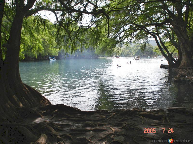 Lago de Camecuaro y sus colores