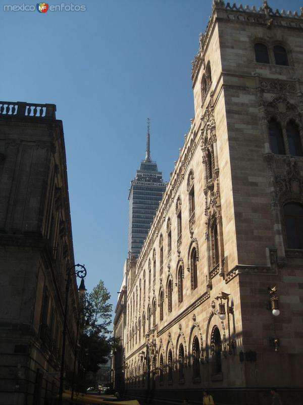 Edificio de correos y Torre Latino