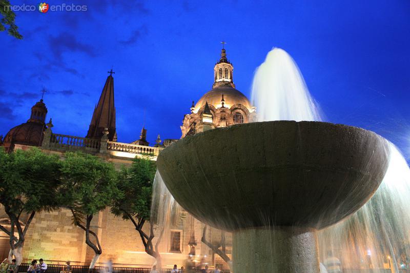 Catedral y fuente