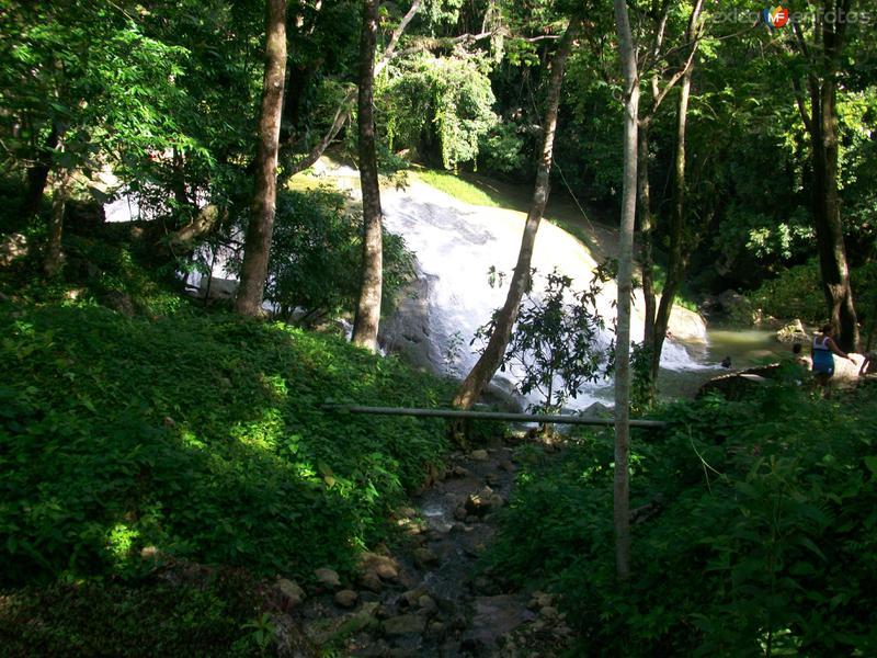 cascada de agua blanca