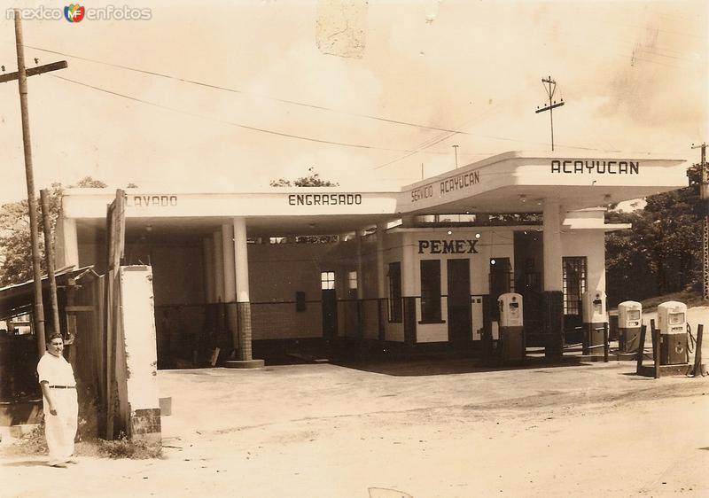 """Gasolinera """"Acayucan"""" el administrador era el Sr. Artemio Antonio Ortíz (en la foto)."""