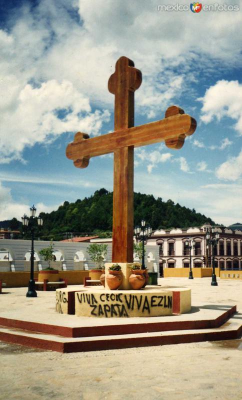 Cruz frente a Catedral