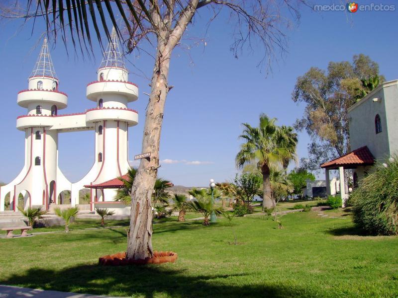 Hotel La Mision (lago Colina)