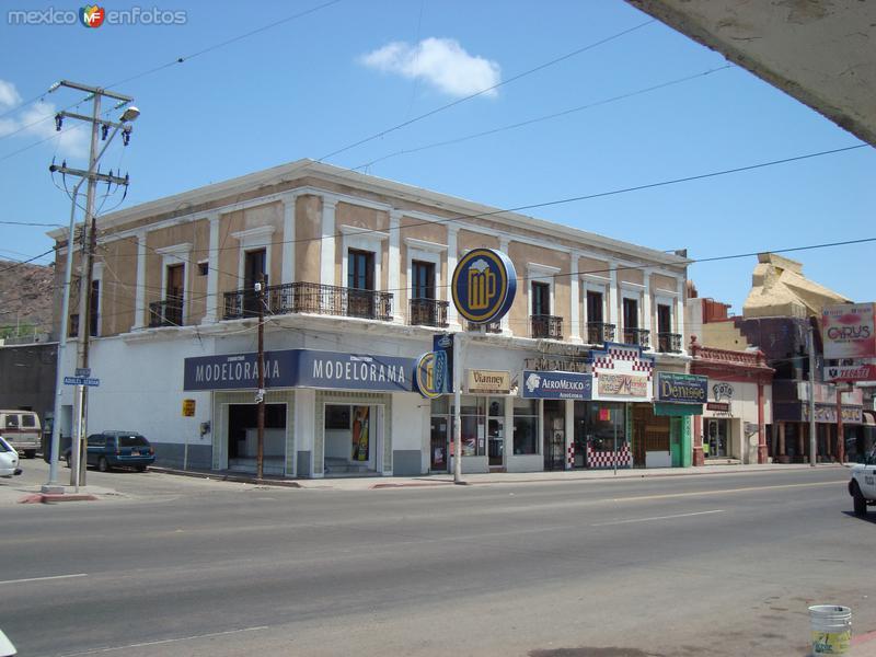 Antiguo edificio por la Serdan