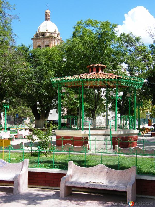Plaza principal de Valle de Allende