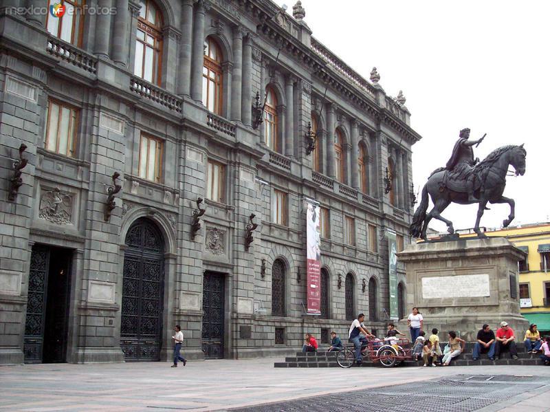Museo Nal. de Arte (MUNAL) y Caballito de Tolsa
