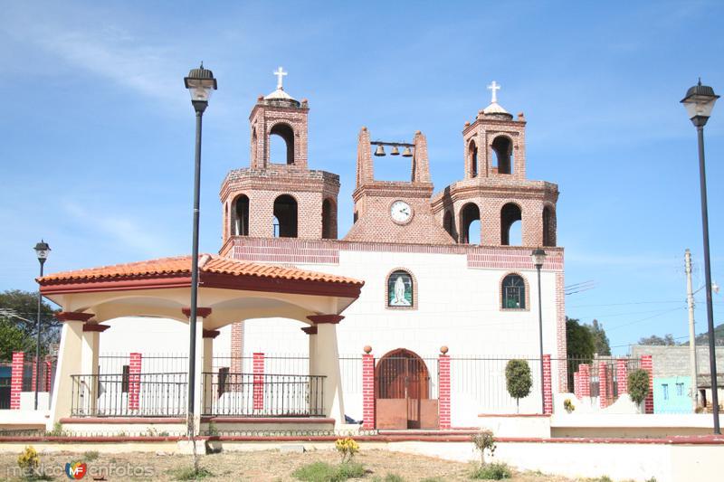 Otra vista de Iglesia y plaza