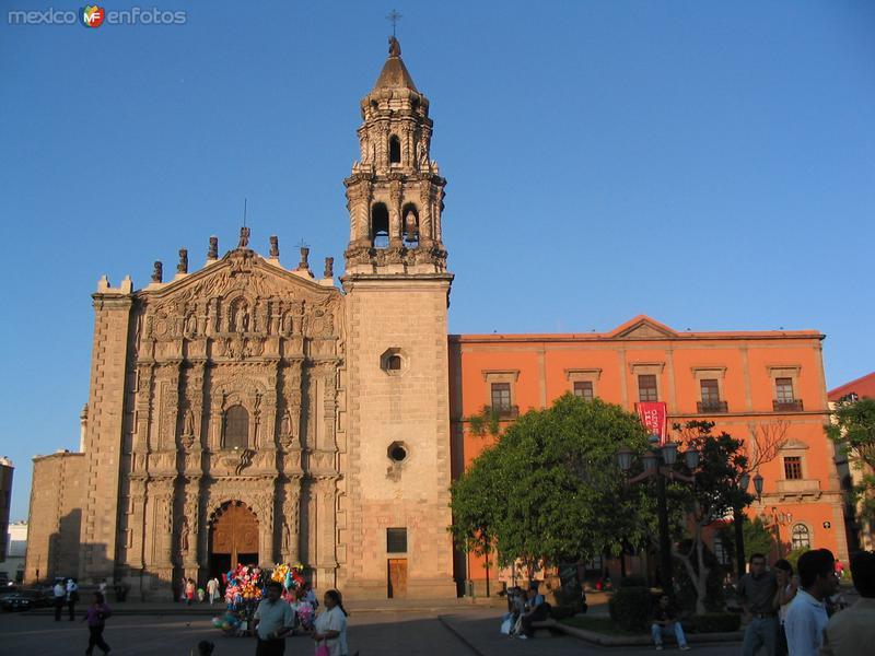 Templo del Carmen y museo del Arte Virreinal