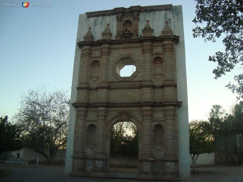 La Plaza De Los 3 Plueblos