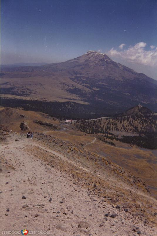 Cumbre del volcán Iztacíhuatl desde el Popocatepetl. Paso de Cortés, Edo. de México