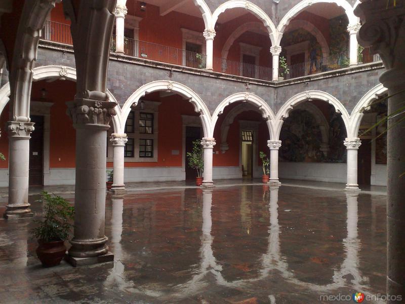 Patio Del Palacio De Gobierno