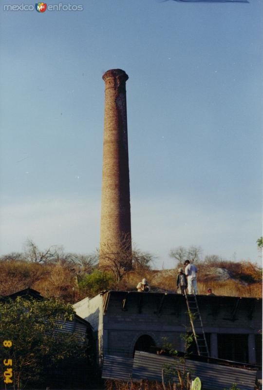 """Vista del """"Chacuaco"""" en el antigüo mineral de Guadalupe. Huitzuco de los Figueroa, Gro."""