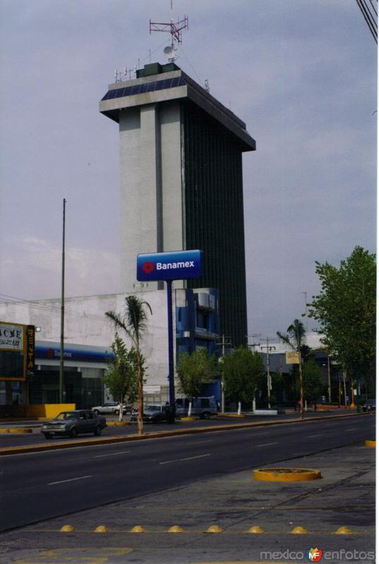 Edificio en el Boulevard Adolfo López Mateos. Celaya, Guanajuato