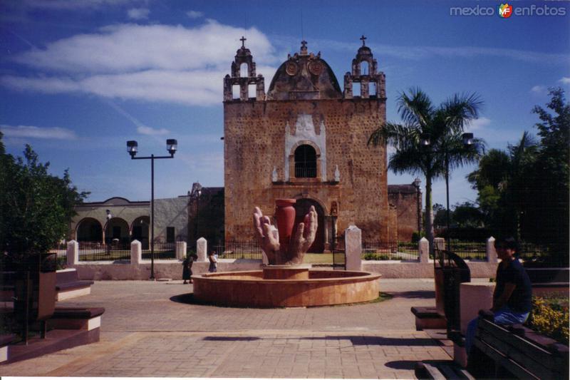 Parroquia en el centro de la ciudad de Ticul, Yucatán