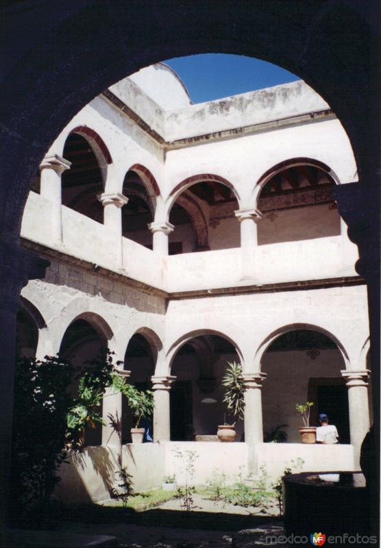 Claustro del Ex-Convento del siglo XVI. Tepeapulco, Hidalgo