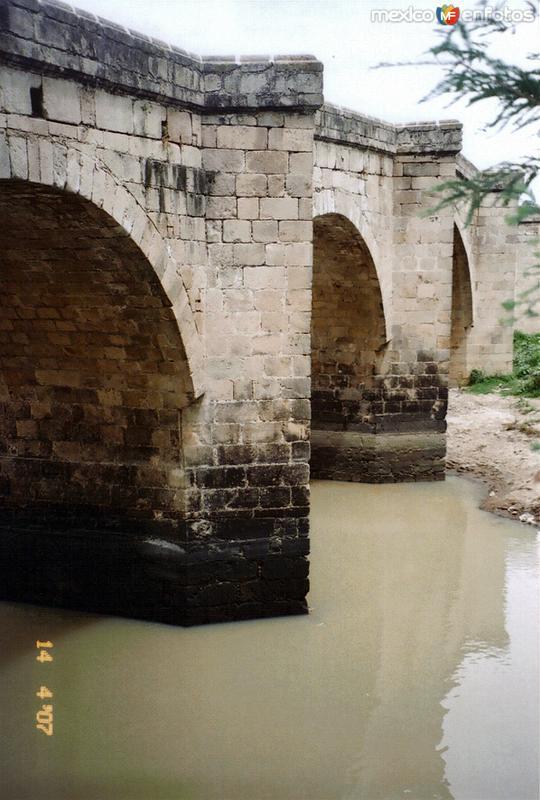 Puente de piedra sobre el Río Lerma. Acámbaro, Guanajuato