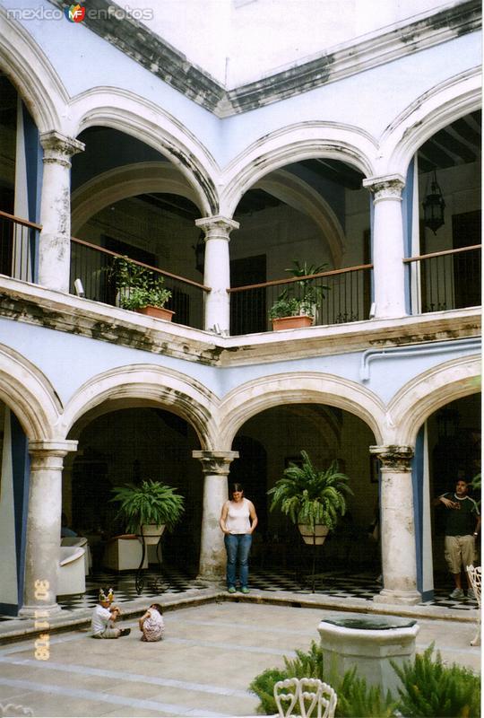 Patio de una casona colonial, hoy The Italian Coffee Company. Campeche, Campeche