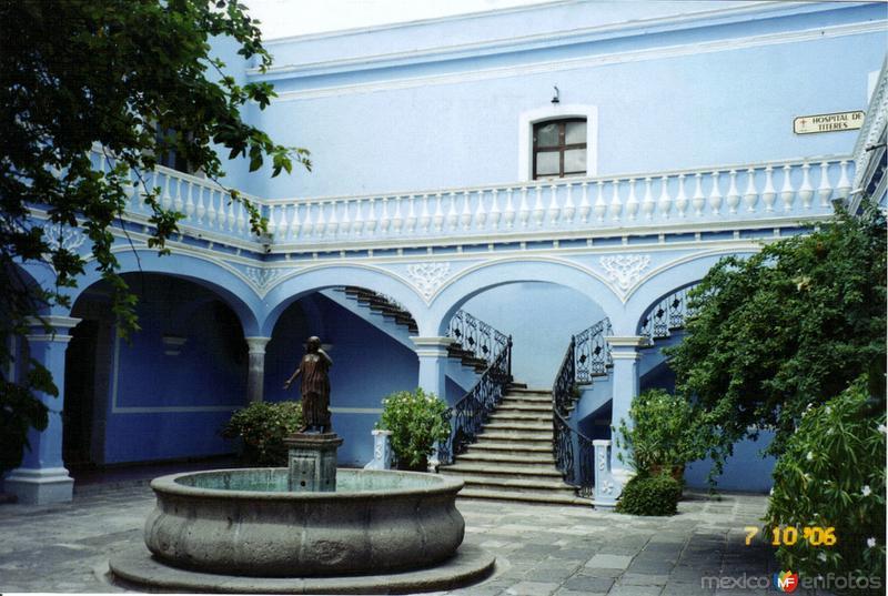 Fuente de La Malinche en el patio interior de la casa de la cultura. Huamantla, Tlaxcala