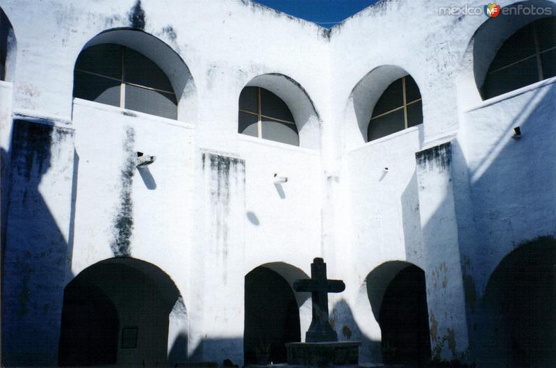 Clautro del ex-convento de San Antonio de Padua, siglo XVII. Izamal, Yucatán