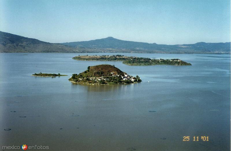 Lago de Pátzcuaro y las islas Pacanda y Yunuén desde Janitzio, Michoacán