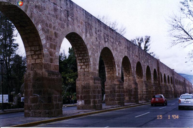 Acueducto colonial del siglo XVIII. Morelia, Michoacán