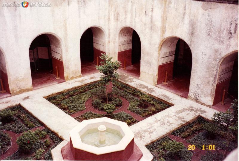 Fuente y claustro del ex-convento dominico de la Natividad, siglo XVI. Tepoztlán, Morelos