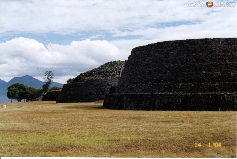 """Yácatas"" en la zona arqueológica de Tzintzuntzan, Michoacán"