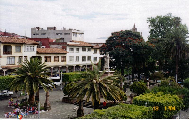 Parque central y portales vistos desde el Hotel Concordia. Uruapan, Michoacán