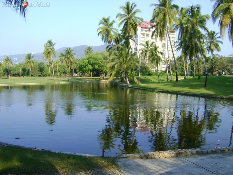 Lago en el Club de Golf del Hotel Princess. Acapulco, Gro