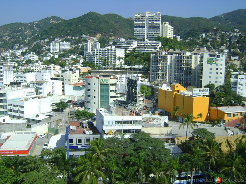 Vista del fraccionamiento Costa Azul desde el Hotel One. Acapulco, Gro