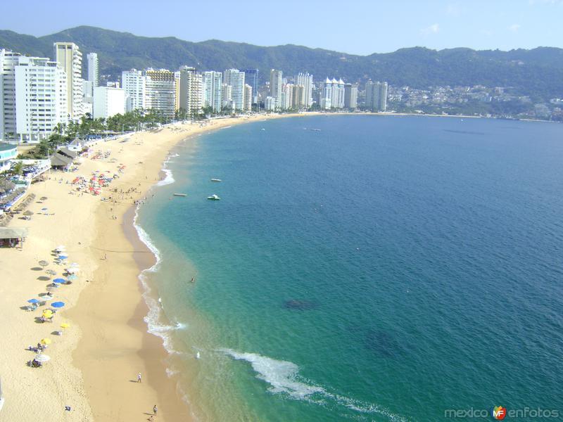 El puerto de Acapulco desde el Hotel Fiesta Inn. Edo. de Guerrero
