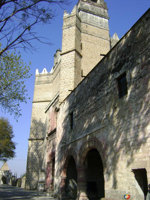 Ex-convento de tipo fortaleza del siglo XVI. Huejotzingo, Puebla