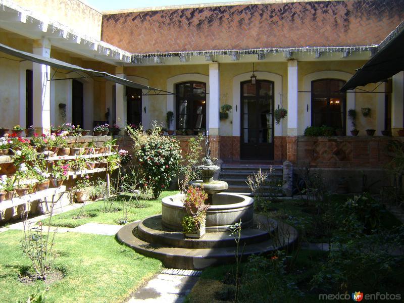 Patio Interior y el actual restaurante de la Ex-Hacienda Soltepec, Tlaxcala. 2011