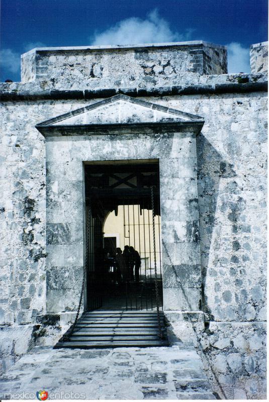 Entrada al Fuerte de San Miguel, siglo XVIII. Campeche, Campeche. 2004