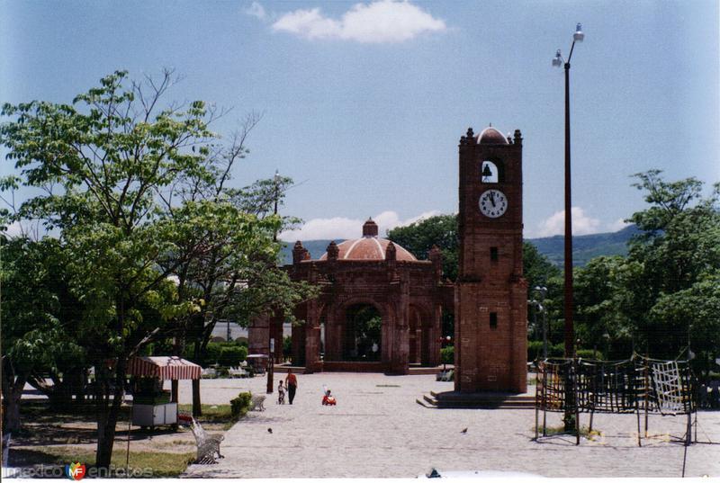 """Torreón y fuente """"La Pila"""", construida en 1562. Chiapa de Corzo. 2004"""