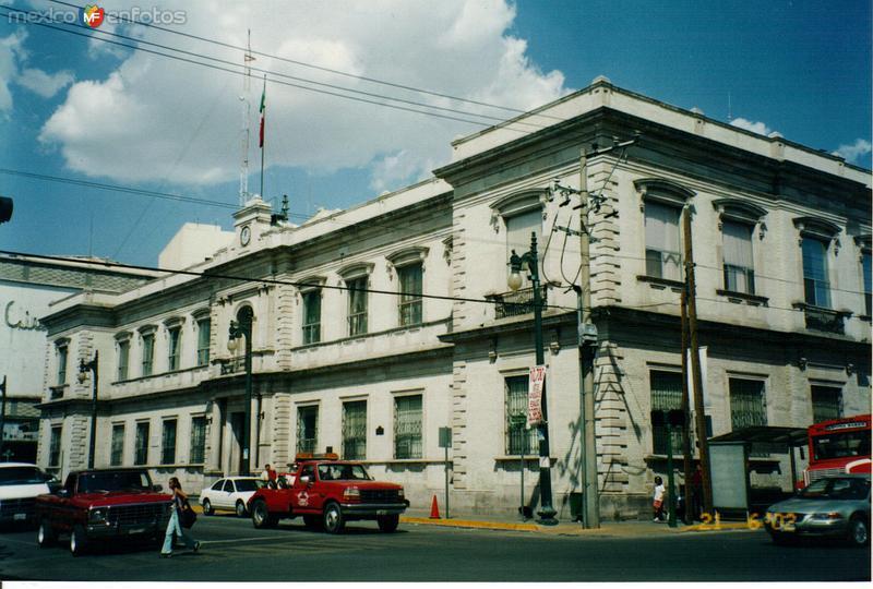 Edificios de estilo neoclásico en el centro de Chihuahua. 2002