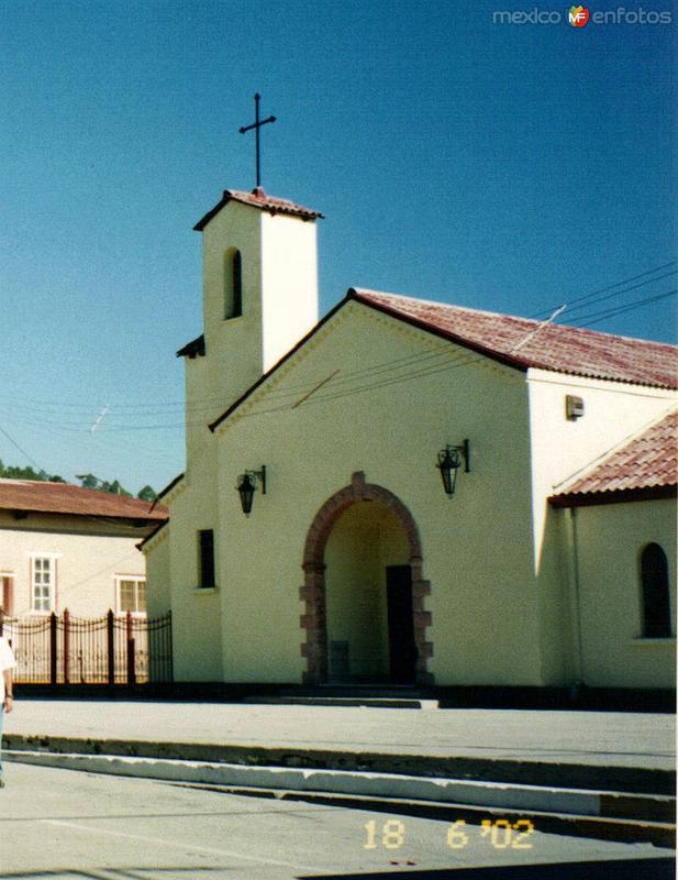 Templo en el centro de Creel, Chihuahua. 2002