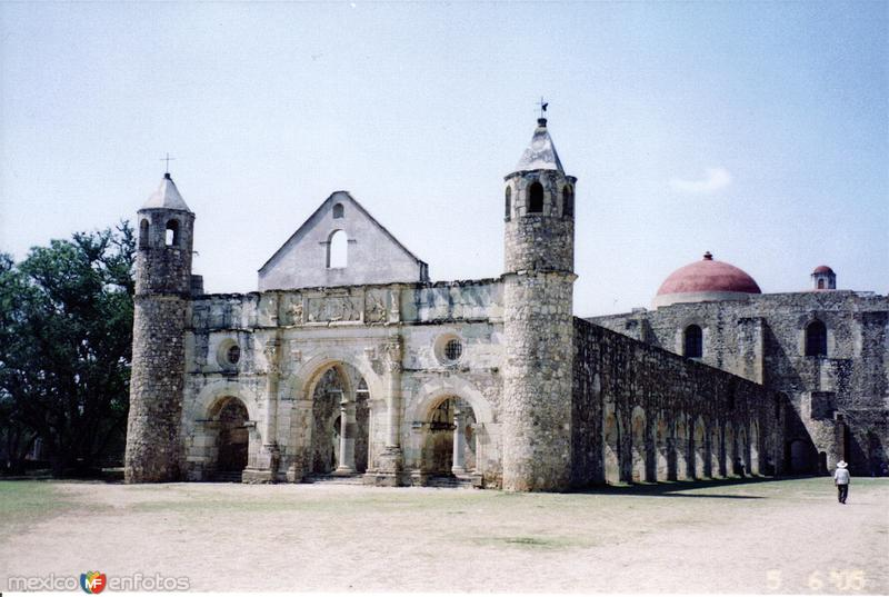 Ex-convento de planta basilical (1555). Cuilapam de Guerrero, Oaxaca. 2005