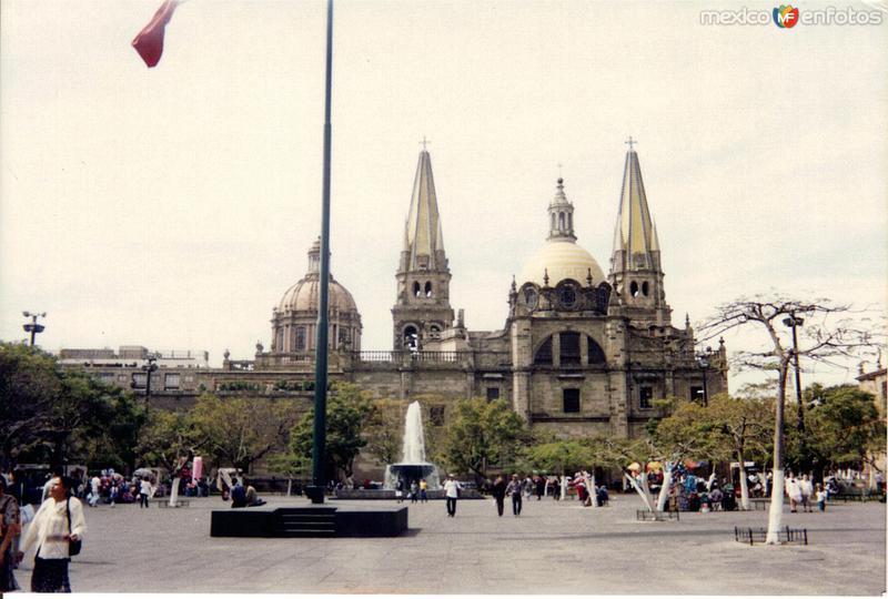 Plaza de la liberación y la catedral de Gudalajara, Jalisco. 2001
