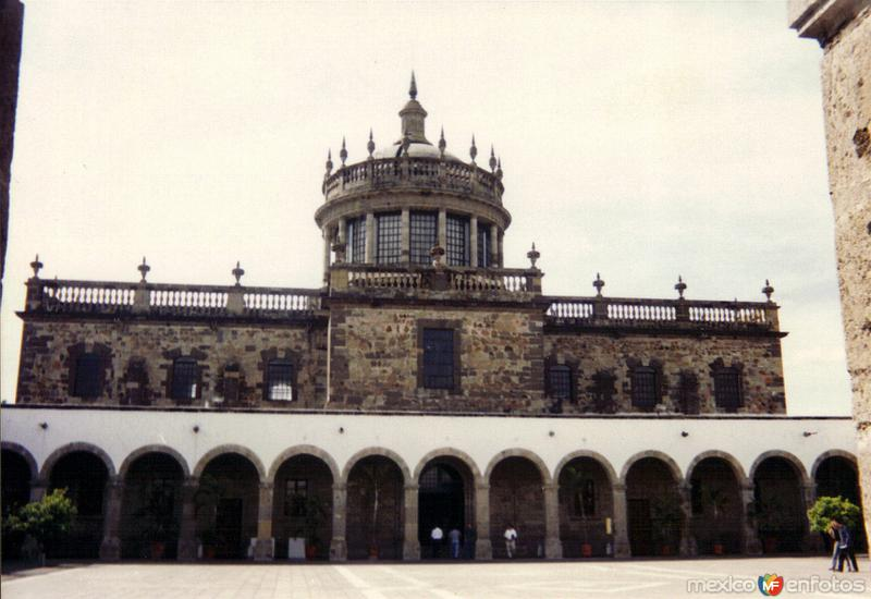 El Hospicio Cabañas (Hoy centro cultural) siglo XIX. Guadalajara, Jalisco. 2001