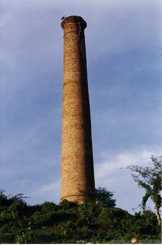 """Ruinas del """"Chacuaco"""" del mineral de Guadalupe. Huitzuco, Gro. 2003"""