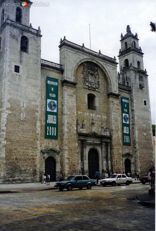 La Catedral mas antigüa de América (1562). Mérida, Yucatán. 2000